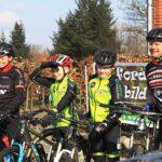 En forårsdag i Rebild - Lindy Aldal og Sanne fra Bikezone på vej ud i terrænet med to raske drenge
