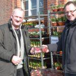 En forårsdag i Rebild - Salg af friske jordbær ved Eurospar Skørpings messestand