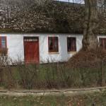 Et af de gamle idylliske huse i Hellum