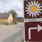 Margueriteruten løber gennem Hellum, hvor den ca. midt i byen svinger ud mod Madum sø.