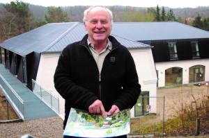 Ejer af Rebildcentret Niels Moes med skitser og tegninger til færdiggørelsen af hele det imponerende projekt, som også bidrager til naturgenopretning af bl.a. Lindenborg Å.