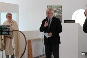 Rebild-borgmester Leon Sebbelin holdt åbningstalen og ønskede Niels Moes tillykke med det flotte nye center