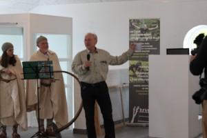 Niels Moes fortæller de mange gæster om Rebildcentrets mange oplevelsestilbud, samarbejdspartnere m.v.
