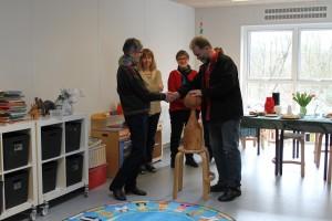 Tilbage i marts blev Landsbystafetten overrakt til Guldbæk - overrækkelsen foregik i det nybyggede børnehus Guldklumperne
