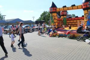 Samtidig med genindvielsen af bytorvet blev der afholdt torvedag i Suldrup