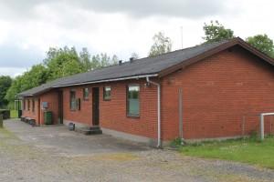 Byrsted Hjeds Idrætsforening. Klubhuset er nærmeste nabo til Veggerby FDF.