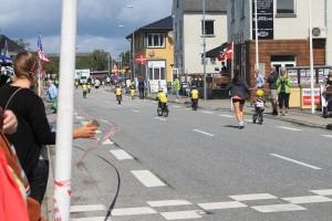 Publikum stod klar langs vejen og heppede på de små cykelryttere