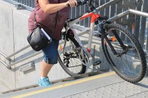 """""""Borgmesterens undergang"""" er nu færdig, og cykelramperne på trappen er også flyttet, så man ikke længere kommer i kambolage med gelænderet, når cyklerne trækkes op eller ned. Næste skridt bliver for kommunen at søge tilladelse til at udsmykke tunnelen."""