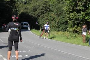 Her ses den uheldige finske cykelrytter på vej op ad bakken