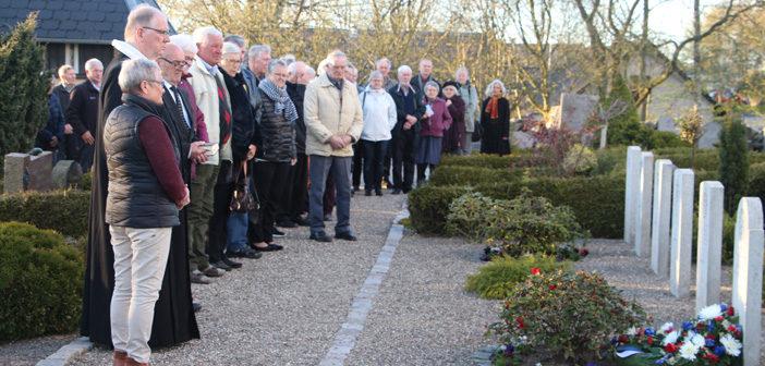 En smuk mindehøjtidelighed for de britiske flyvere i Aarestrup Kirke