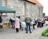 Pølser, prædiken og kirkegårdspræsentation  i Veggerby