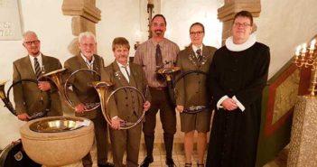 Krybskyttesnak og jagthornskoncert i kirken, – med europamestrene!